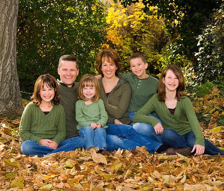 Outdoor Family Picture Pose Ideas http://www.scotthancockphotography.com/family-outdoor/